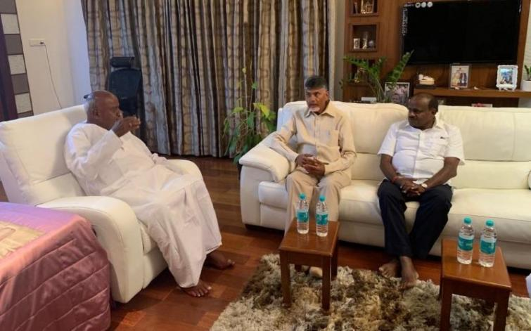 In a bid to unite non-BJP parties, Chandrababu Naidu meets Deve Gowda, Kumaraswamy