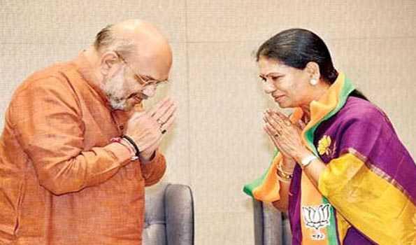 Congress leader D K Aruna joins BJP