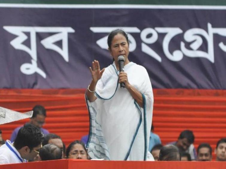 Mamata announces sit-in protest against CBI move against Kolkata Police Commissioner