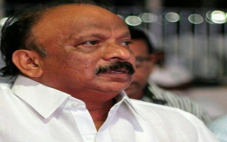 Rebel Congress leader Roshan Baig detained at Bengaluru Airport in connection with Ponzi scam