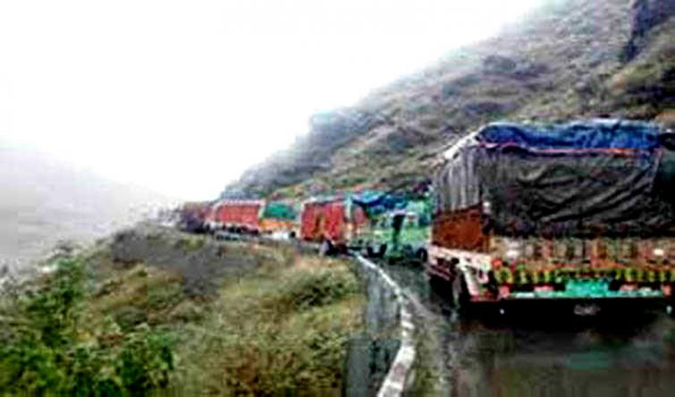 Partial traffic restored on Kashmir highway, way made only for stranded vehicles