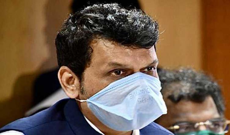 Devendra Fadnavis accuses Mah govt, BMC of hiding COVID-19 death toll