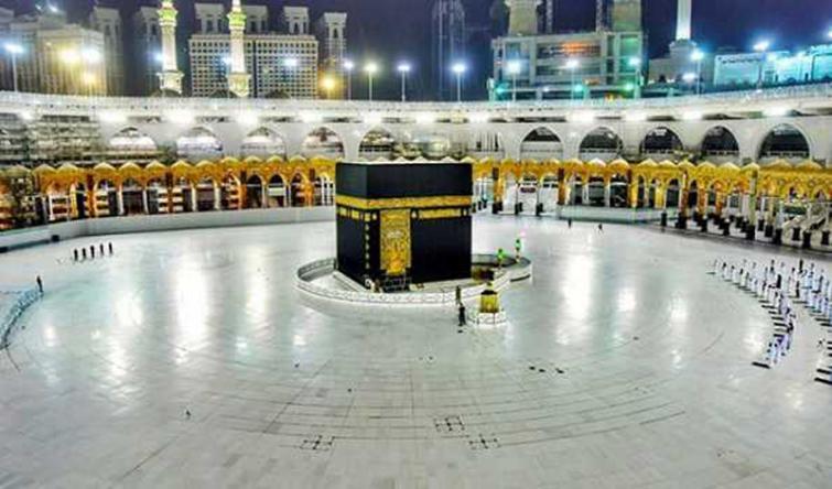 Hajj Pilgrimage: Touching Kaaba banned