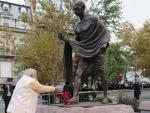 Narendra Modi pays tribute to Mahatma Gandhi, Lal Bahadur Shastri on birth anniversaries