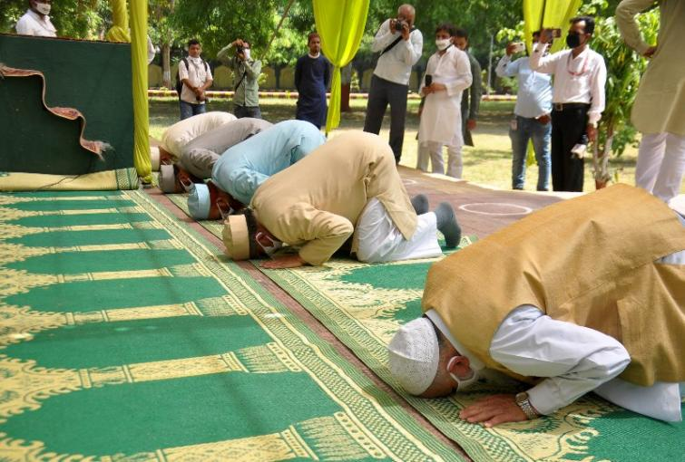 As corona looms, India celebrates Eid behind doors; President, PM greet people on the occasion