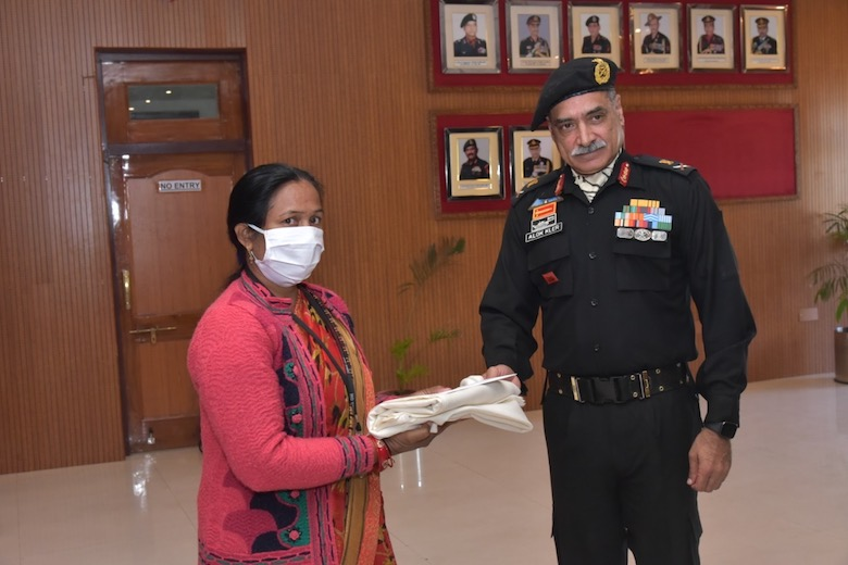 Smt Sunita Devi, one of the first beneficiaries of Naman receiving Naman cement release order Lt Gen Alok Singh Kler, PVSM, VSM, GOC-in-C, Southern Western Command, Indian Army
