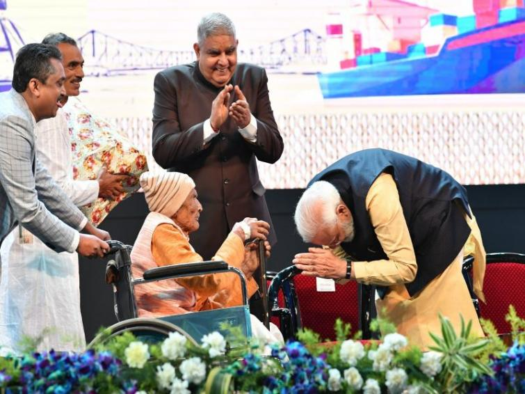 Modi touches feet of 105-year-old Kolkata Port Trust former worker