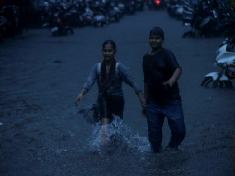 Heavy rains lash Mumbai and surroundings; Water-logging, traffic snarls reported from low lying areas