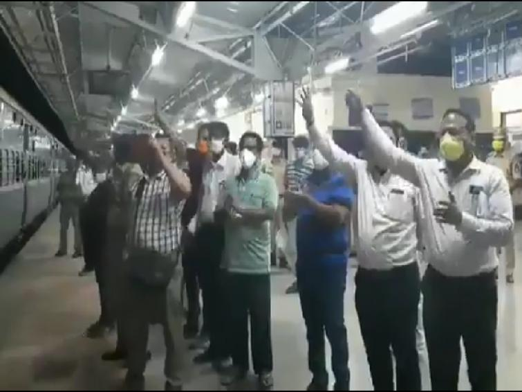 First special train carrying 1200 migrant workers leaves Telangana for Jharkhand