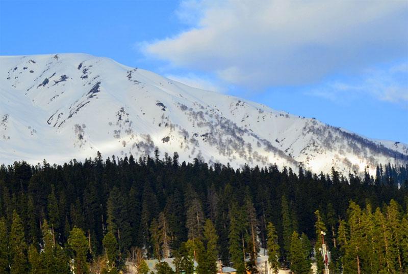 Jammu and Kashmir: Gulmarg receives snowfall