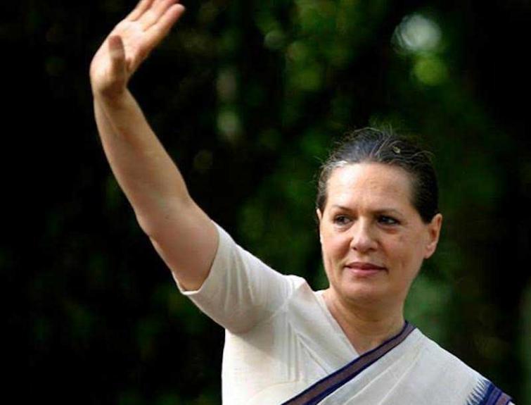 Ahead of crucial CWC meet tomorrow, Sonia Gandhi to step down as Congress chief