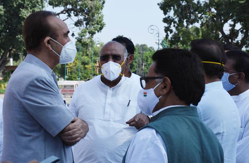 Amid parliament boycott, Oppn led by Ghulam Nabi Azad to meet President Kovind at 5 pm