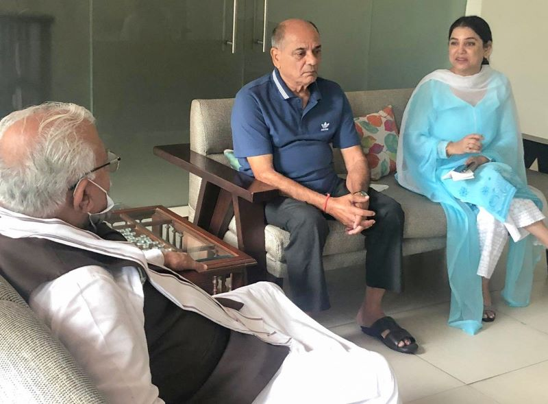 Manohar Lal Khattar meets late Sushant Singh Rajput's father, sister, assure them of 'justice'