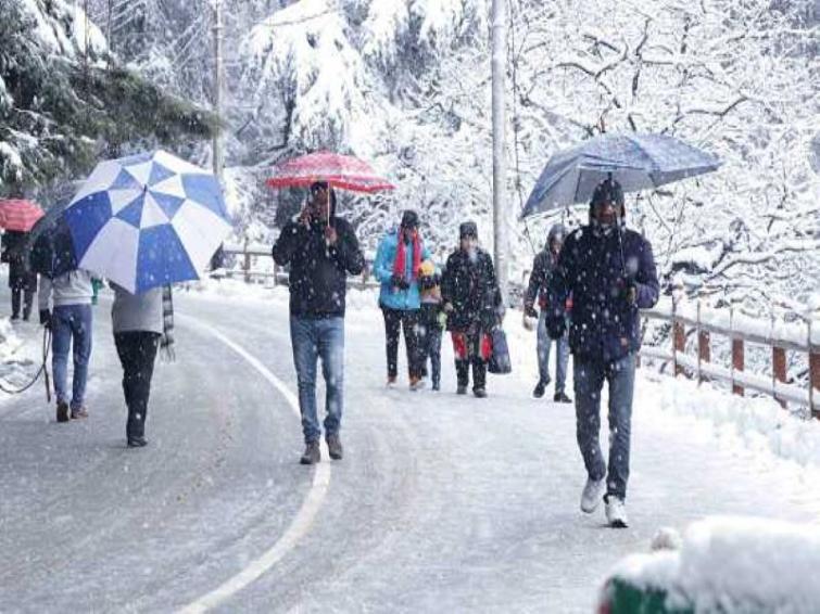 Himachal Pradesh: Kangra lashed by rains, Dhauladhar experiences snowfall