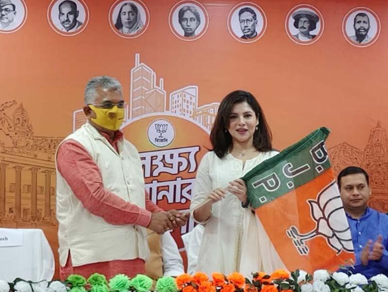Bengal: Actor Payel Sarkar joins BJP ahead of polls