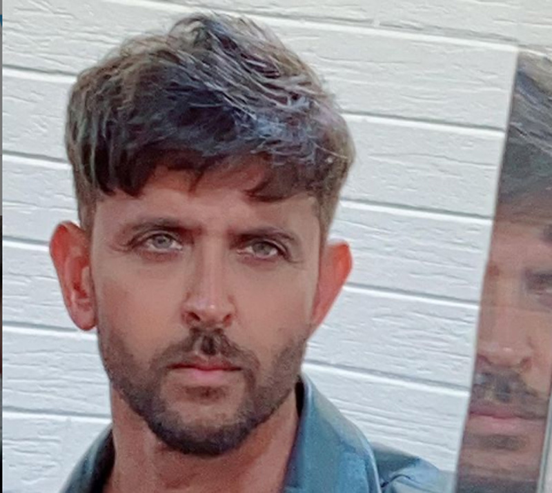 Hrithik Roashan at Mumbai Crime Branch office to record statement in 2016 email case