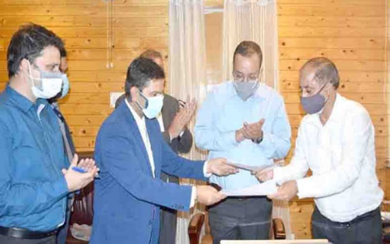 J&K Government signs MoU with Go-Airlines for transportation of perishable fruits