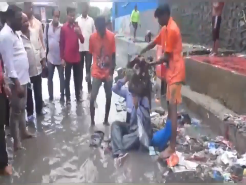 Shiv Sena MLA forces contractor to sit on waterlogged road, dumps garbage on him