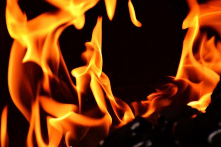 Kashmir: Two injured while dousing fire in Kulgam