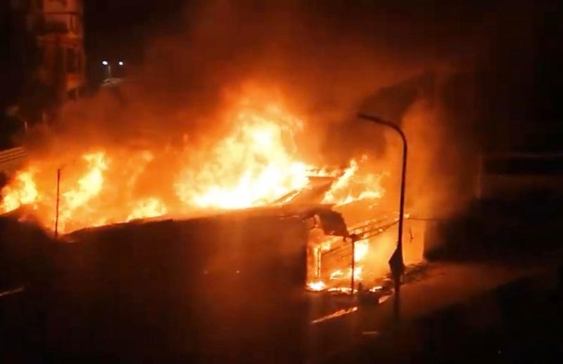 Kolkata: 31 shops gutted in midnight blaze at Kestopur, 7 injured