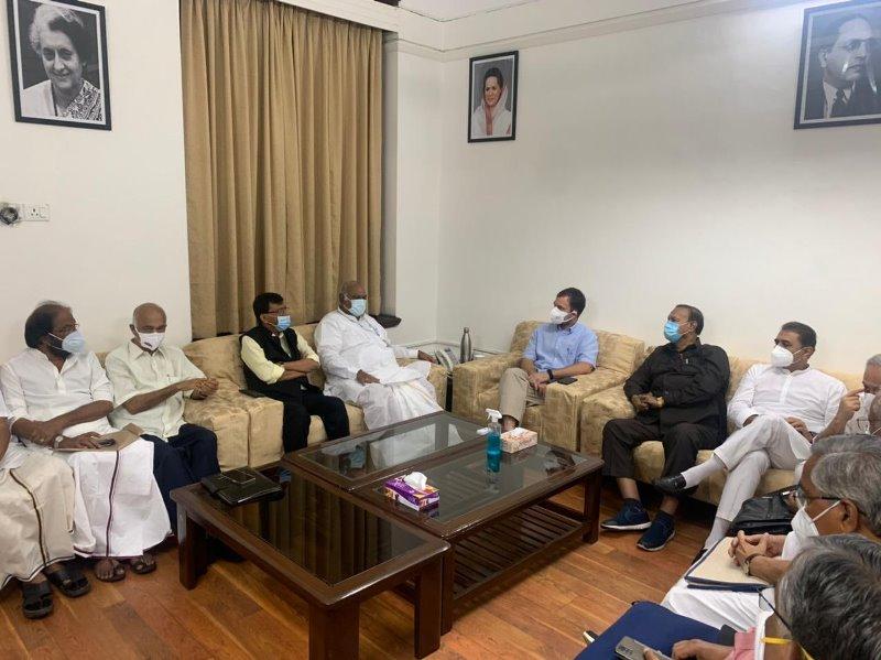 Sanjay Raut meets Rahul Gandhi, discusses Maharashtra and national politics