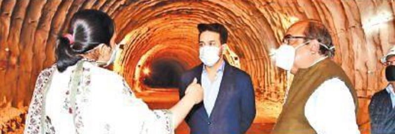 Jammu and Kashmir: Union Minister for I&B inspects Z-Morh, Zojila tunnel projects