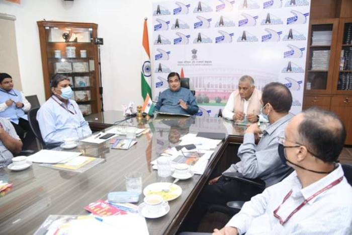 Nitin Gadkari emphasises on fixing driving hours for truck drivers of commercial vehicles