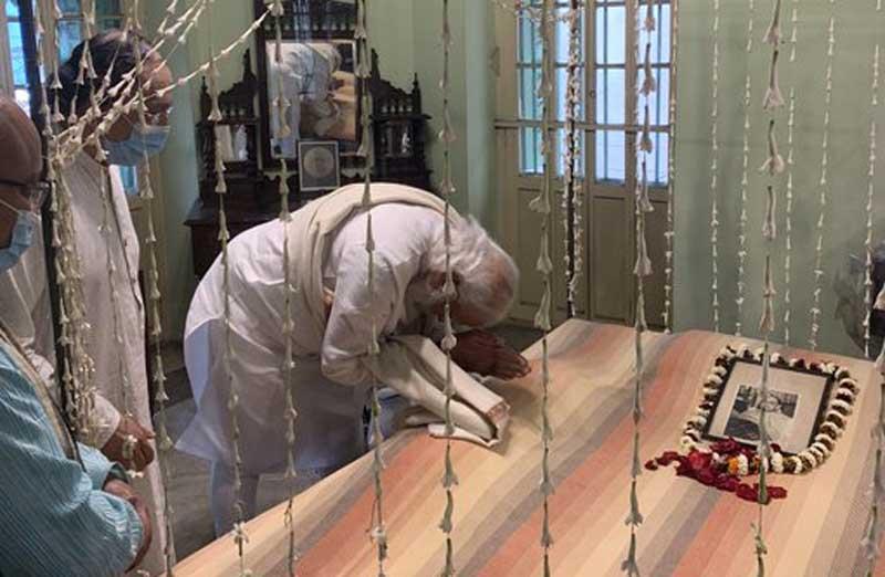 PM Narendra Modi pays tribute to Netaji Subhas Chandra Bose at Netaji Bhawan on 125th birthday