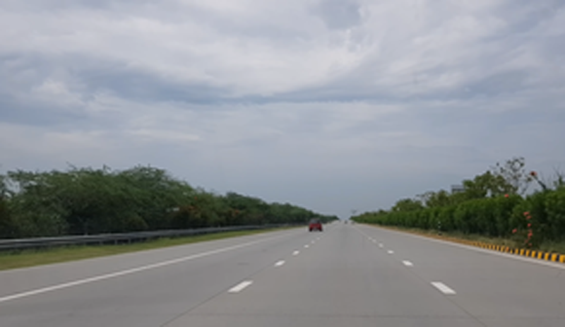 Mother, son die in road mishap on Yamuna expressway