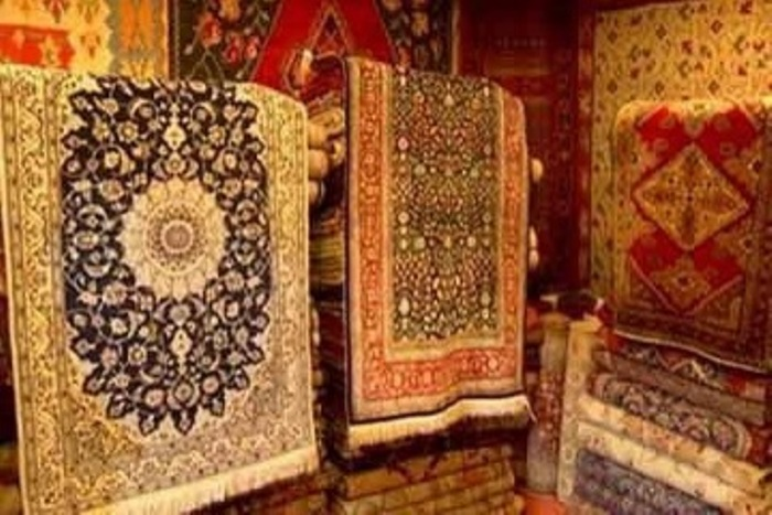 Authorities conduct market checking in tourist areas, due to sale of fake Kashmiri handicraft