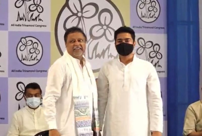 Mukul Roy with Abhishek Banerjee at TMC press conference on Friday (Image Credit: Screenshot grab from video)