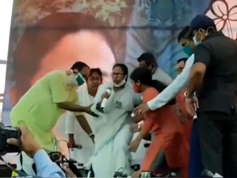 Mamata leaves wheelchair, stands up for national anthem at Nandigram