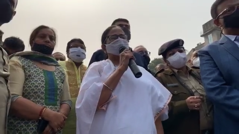 Kolkata: Mamata Banerjee visits Bagbazar where fire broke out, assures  affected people all help | Indiablooms - First Portal on Digital News  Management