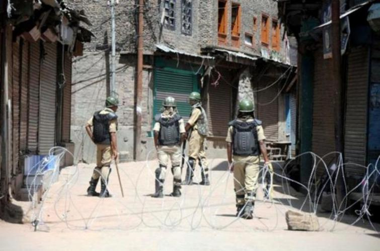 Kashmir: Searches continues in Uri sector, no fresh contact established with militants