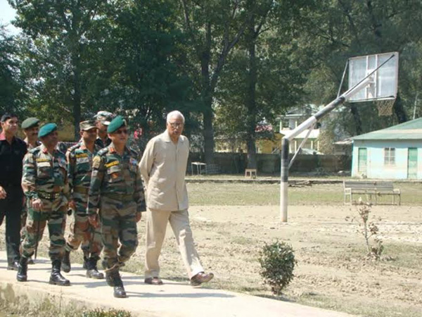 J&K Guv visits Army Cantonment
