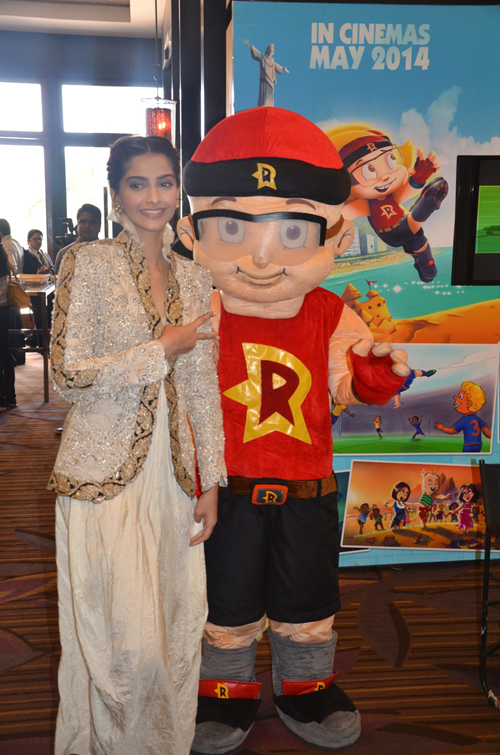 Mighty Raju poses with stars at FICCI