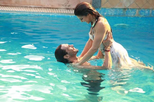 Arjun, Jacqueline scorch screen in new romantic number