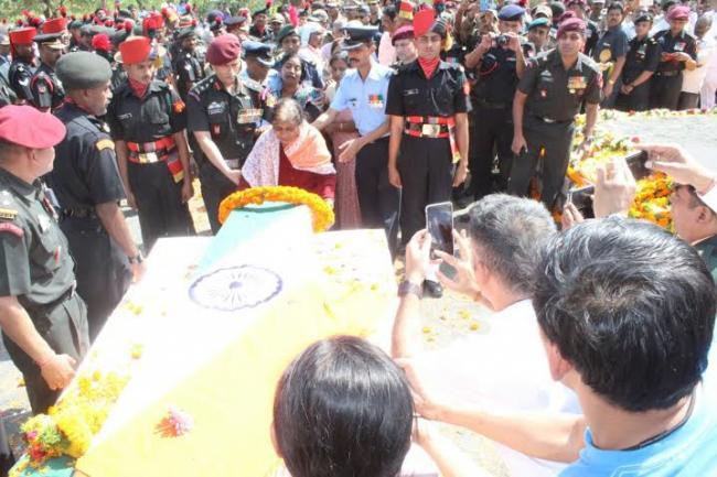 Col Santosh Mahadik cremated