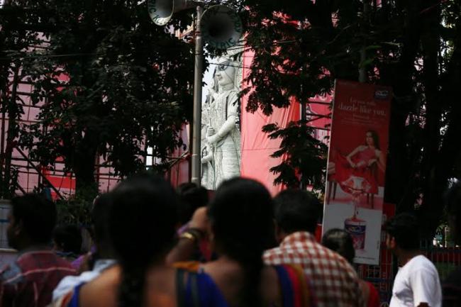 Tallest Durga: People take a peek through opening