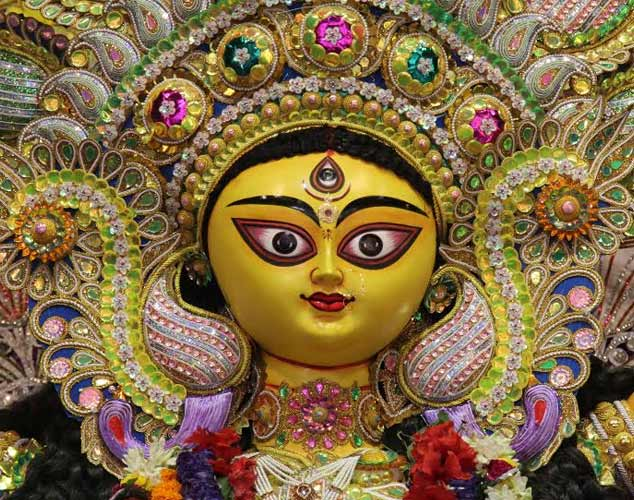 Kolkatans offer 'Anjali' on Maha Ashtami