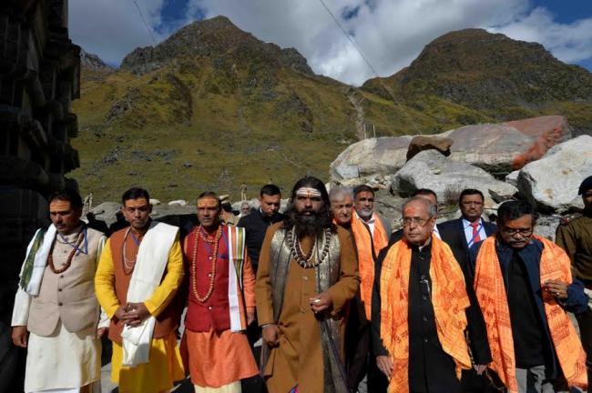 Pranab Mukherjee visits Kedarnath Temple