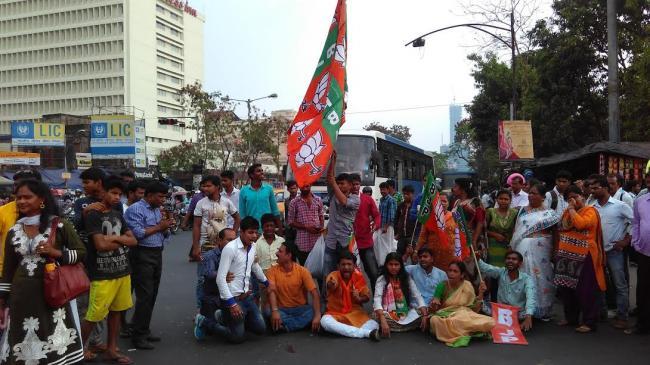 BJP takes out rally in Kolkata