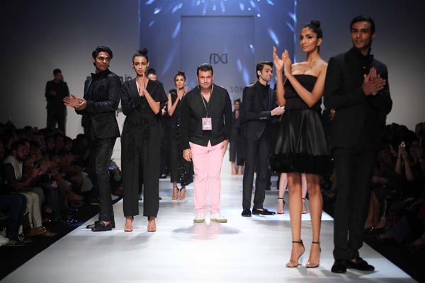 Ashish N Soni Sets Floor On Fire At Amazon India Fashion Week Indiablooms First Portal On Digital News Management