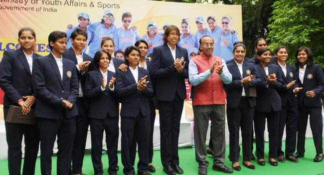 Vijay Goel addressing at the felicitation ceremony of the Indian Women Cricket Team