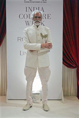 Arjun Rampal walks in India Couture Week 2017 Delhi for Rohit Bal