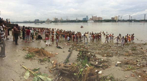 Bengal observes Mahalaya, gears up for Durga Puja