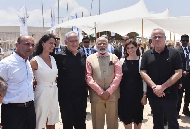 Narendra Modi at the Indian cemetery at Haifa
