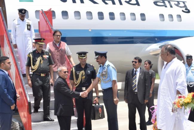President Pranab Mukherjee reaches Panagarh