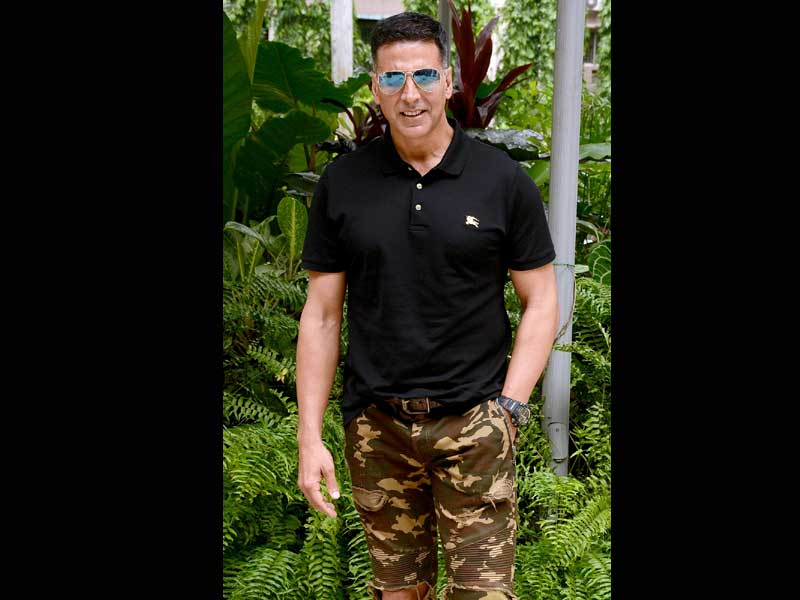 Akshay Kumar, Mouni Roy promote Gold in Kolkata