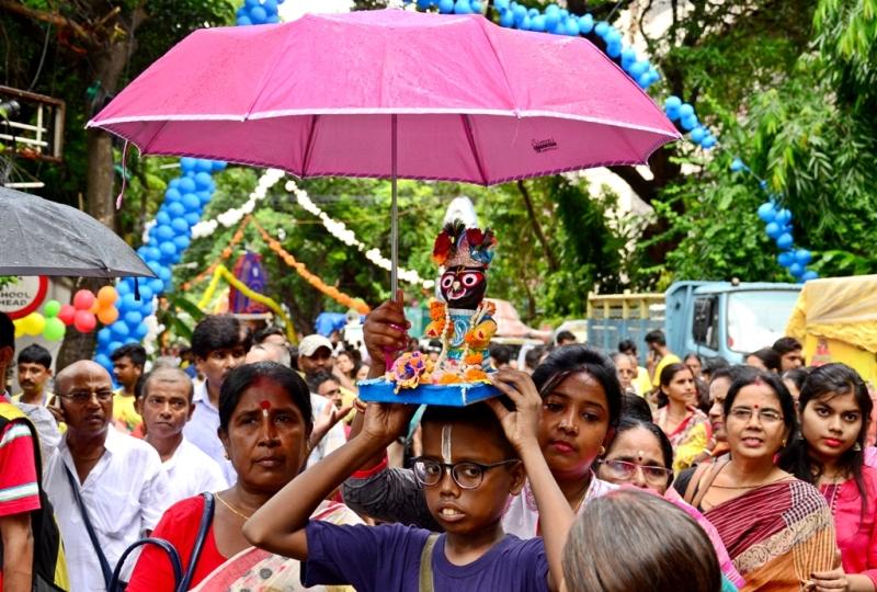 Mamata Banerjee joins Rath Yatra celebration in Kolkata